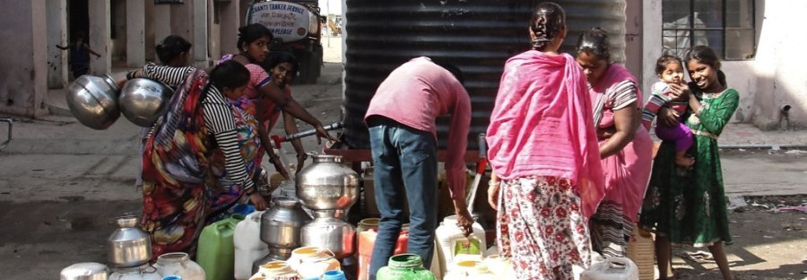 Struggle for a pot of drinking water at Bhuri Tekri, Indor. photo by India Water Portal